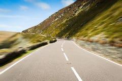 通过Snowdonia加速路在北部威尔士 免版税库存照片