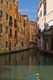 通道交叉小的威尼斯 库存照片