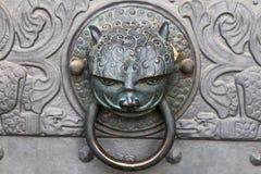 通道门环-猫头 库存图片