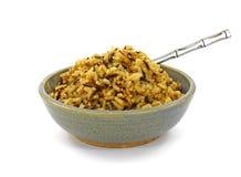 通配煮熟的盘谷物长的米的服务 免版税图库摄影