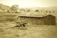 通配西部金黄场面日落的村庄 库存图片