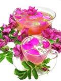 通配鸡尾酒饮料打孔机玫瑰色的茶 免版税库存照片