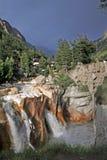 通配gangotri印度发怒的洪流的瀑布 库存图片