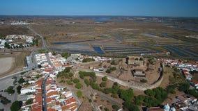 通风 卡斯特罗Marim和城堡村庄,摄制从天空寄生虫 股票录像