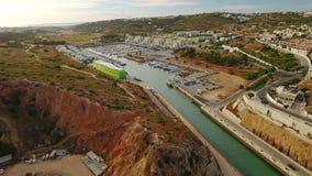 通风 往阿尔布费拉小游艇船坞的飞行,到游艇 股票录像