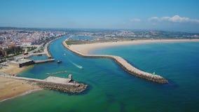 通风 拉各斯的美丽的葡萄牙海滩和岸  从天空的看法,阿尔加威 股票录像