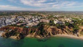 通风 旅游镇Olhos在含沙山的de Agua 股票录像