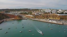 通风 游船在活动中在小游艇船坞阿尔布费拉 影视素材