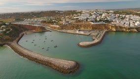 通风 阿尔布费拉小游艇船坞和船口岸,从天空 股票视频