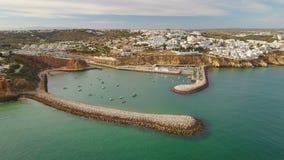 通风 阿尔布费拉小游艇船坞的看法和防堤从天空端起, 影视素材