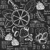 速写的早餐无缝的背景用新月形面包、柠檬和莓果 在黑人委员会的Drawned有白垩的 免版税库存图片