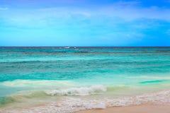 速度小船和蓝色海 库存照片