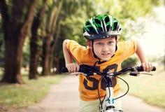 速度小骑自行车者 免版税库存照片