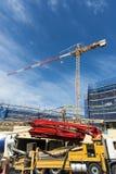 建造场所和起重机 免版税库存图片