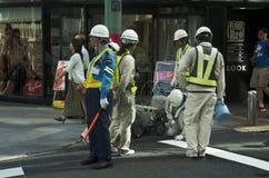 建造场所工作和修理的日本人浮出水面 免版税库存照片