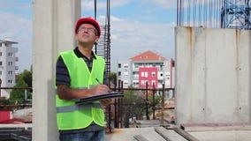 建造场所的房屋检查员 影视素材
