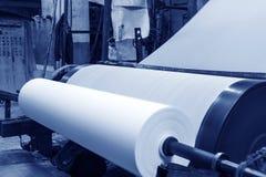 造纸机在工厂 免版税库存图片