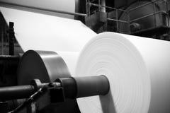 造纸机在工厂 免版税库存照片