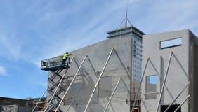建造者在克赖斯特切奇新西兰修建一个新的大厦 免版税库存照片