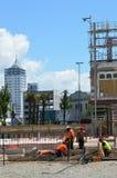 建造者在克赖斯特切奇新西兰修建一个新的大厦 图库摄影