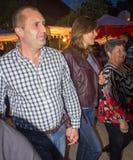 建造者 国家的总统有他的妻子的Nestenar比赛的在保加利亚人村庄  免版税库存照片