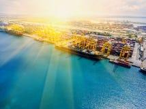造船厂;运输;天空;存贮;结构;船;海;机器; 免版税图库摄影