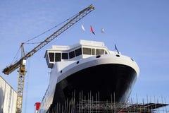 造船和起重机运转中大船在造船厂口岸格拉斯哥 库存图片