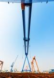 造船桥式起重机工厂站点 库存图片