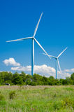 造风机在乡区 可延续的能源 免版税库存图片