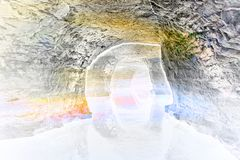 遇见在洞的难以置信的不可思议的显示 免版税库存照片