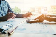 遇见计划战略分析概念的商人 免版税库存照片