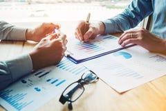 遇见计划战略分析概念的商人 免版税库存图片