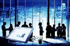遇见讨论公司队概念的商人 免版税库存照片