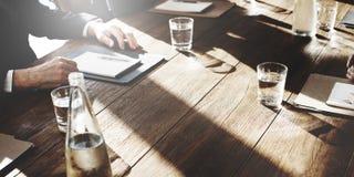 遇见讨论协议交涉概念的商人 免版税库存图片