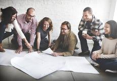 遇见讨论图纸建筑师概念的商人 库存图片