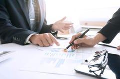 遇见设计想法职业投资者worki的商人 免版税库存图片