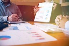 遇见设计想法职业投资者worki的商人 免版税图库摄影