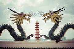 道士寺庙的塔和龙雕塑在宿务,菲利普 库存照片