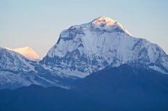 道拉吉里峰,喜马拉雅山,国家环境政策法案 库存照片