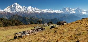 道拉吉里峰Panoramatic视图和安纳布尔纳峰Himal -尼泊尔 免版税库存图片