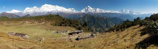 道拉吉里峰Panoramatic视图和安纳布尔纳峰Himal -尼泊尔 免版税库存照片