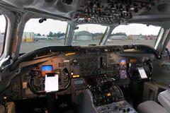 道格拉斯空气Transort国际地位DC-8F驾驶舱在谢列梅国际机场 库存图片