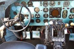 道格拉斯DC-3驾驶舱  免版税库存照片