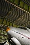 道格拉斯Skymaster在历史的柏林藤珀尔霍夫机场上的区域  免版税库存照片