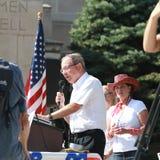 道格Kagan,自由的内布拉斯加纳税人,讲话在集会保护我们的边界 免版税库存照片