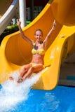 水滑道的孩子在aquapark 免版税库存图片