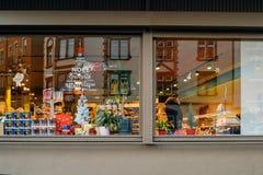 道路交叉点购物窗口商店超级市场圣诞节 库存照片