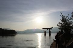 道路到一个寺庙里在宫岛,日本 库存图片