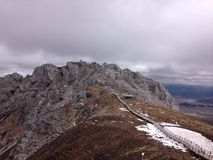 道路和山上面 图库摄影