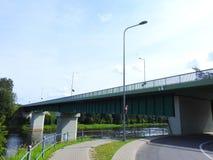 道路和桥梁由河,立陶宛 图库摄影